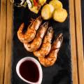烤大虾配菠萝串